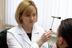 Обращение к невропатологу при болезни Паркинсона