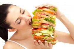 Неконтролируемое употребление пищи как симптом булимии